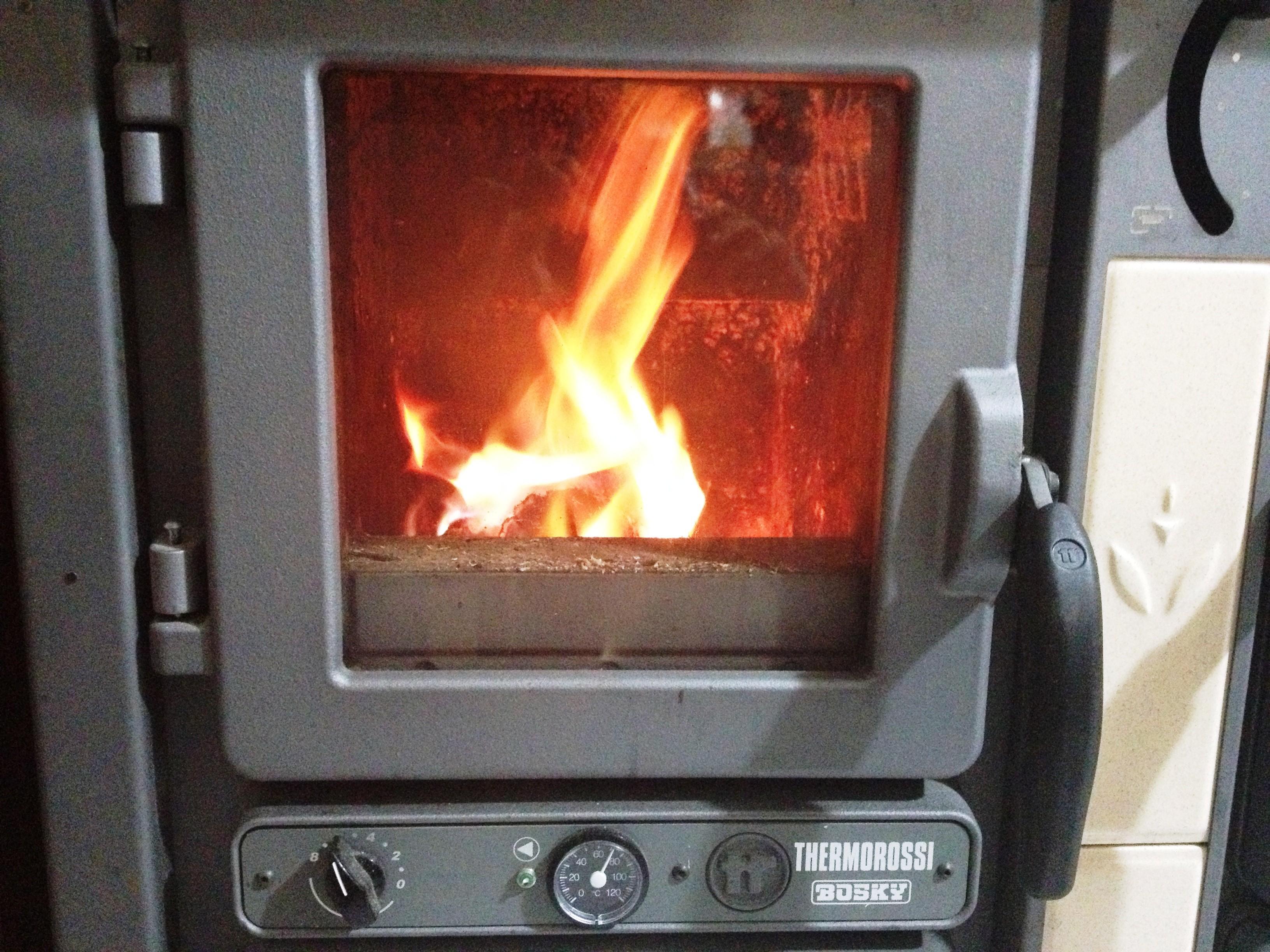 Termostufa a legna thermorossi bosky country f30 video - Termocucina a pellet prezzi ...